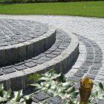 Pavimentazione-esterno-in-granito-grigio-nero