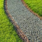 Pavimentazione in granito grigio e giallo