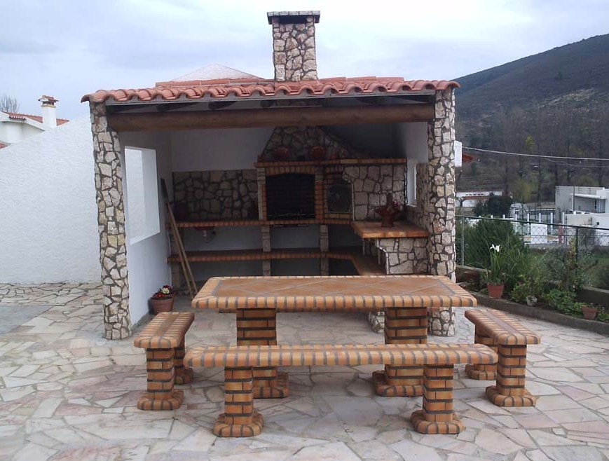 Set Tavola e panche da giardino in mattoni e piastrelle su misura