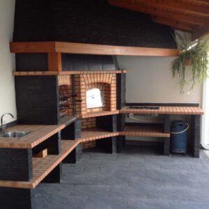 Barbecue in pietra /muratura. Forno a legna.